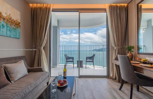 Bề mặt vân gỗ Sồi Matisse chân thực đem lại sự tinh tế cho không gian view biển.