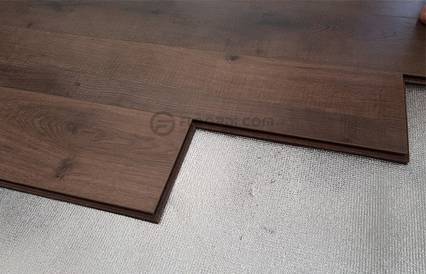 Cốt gỗ HDF thường sẽ được ép dưới áp suất 850 – 900 kg/cm2 để định hình tấm gỗ