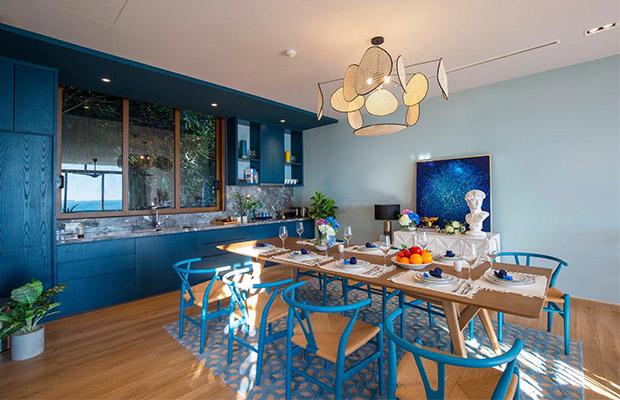 Gian bếp trở nên ấm cúng nổi bật với sự hòa trộn giữa nền sàn Sonoma cùng thiết kế Luxury