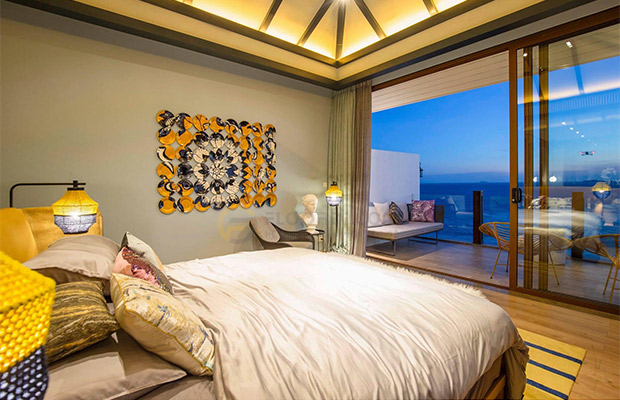 Phong cách Luxury hiện đại kết hợp cùng sàn gỗ mang lại sự sang trọng cho không gian