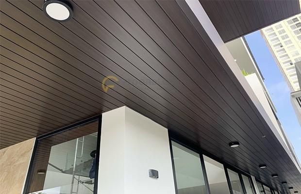 Tấm gỗ nhựa composite ốp trần với thiết kế chân thực