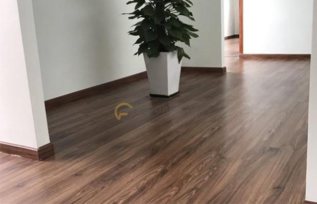 Chọn màu len tương đồng với màu sàn gỗ