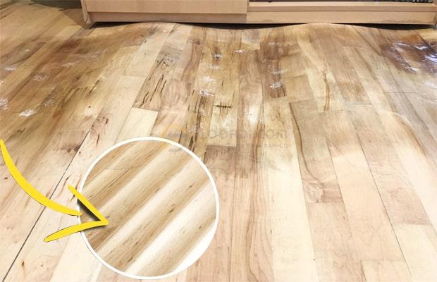 Sàn gỗ bị phồng rộp cong vênh