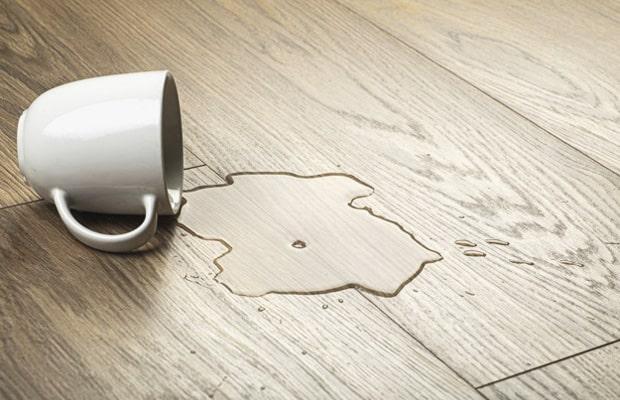 Độ ẩm cao là nguyên nhân làm bề mặt sàn bị phồng rộp