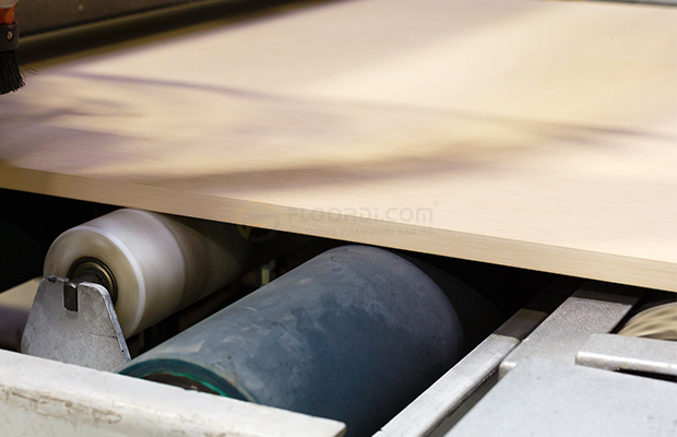 Thương hiệu đảm bảo độ nén tỷ trọng cao nên được mệnh danh là sàn gỗ siêu chịu nước