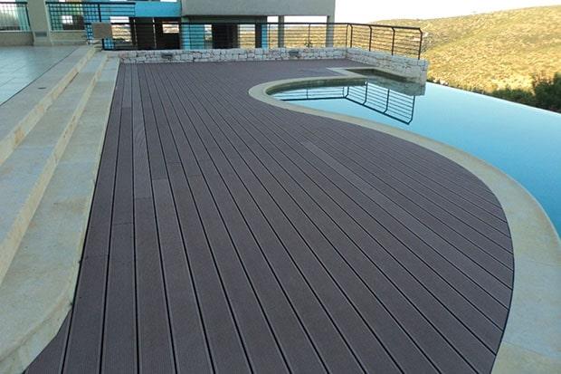 Sàn gỗ nhựa ngoài trời hội tụ đầy đủ những lợi ích của dòng vật liệu ốp lát nội ngoại thất