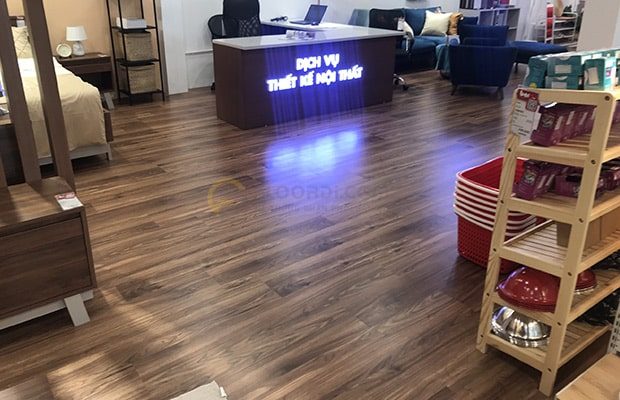 Loại sàn công nghiệp dán lớp film mô phỏng vân gỗ Walnut
