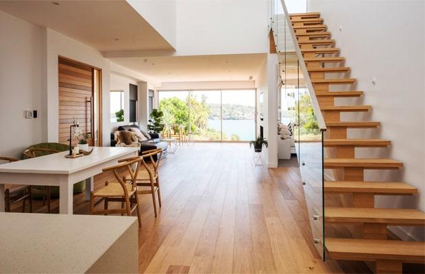 Ván sàn gỗ Sồi còn được dùng cho việc trang trí ốp tường