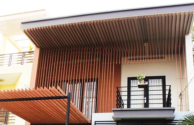 Sử dụng lam gỗ trang trí giúp tăng thêm giá trị cho căn nhà cấp 4