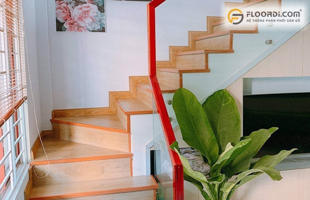 ốp cầu thang bằng gỗ công nghiệp