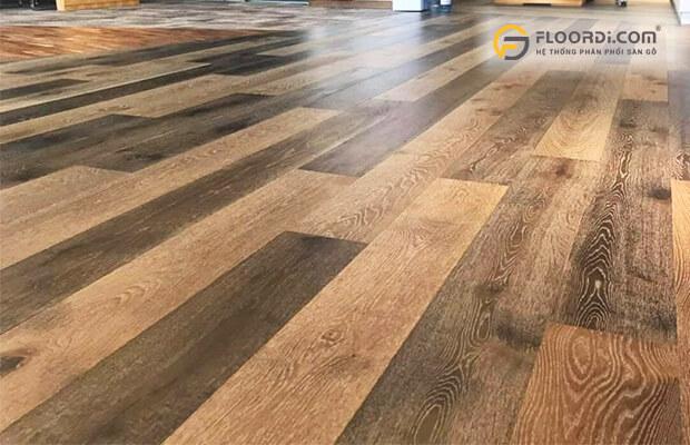 Sàn gỗ tự nhiên thường có kích thước khá lớn