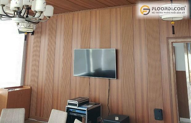 sử dụng gỗ ốp trần để ốp tường