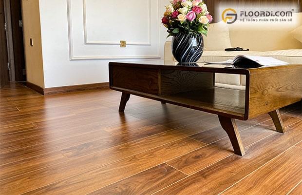 Chọn màu gỗ ốp đồng màu với sàn gỗ