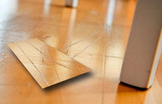 Sàn gỗ bị trầy rất dễ nhận biết