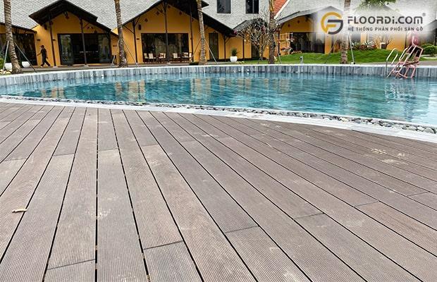Gỗ lát sàn hồ bơi cho độ cứng cao