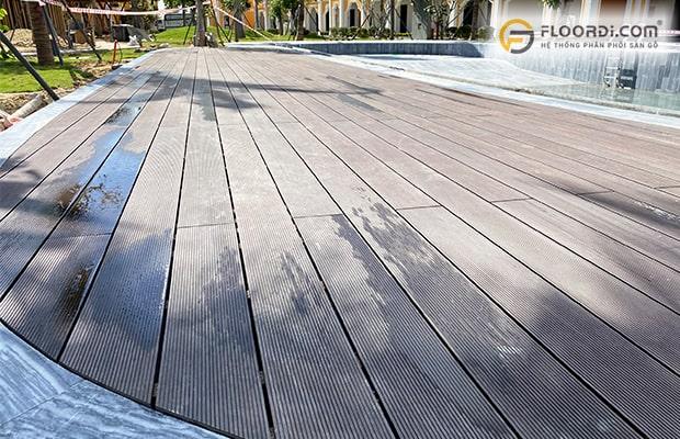 Sàn ngoài trời Malaysia có khả năng tái tạo lại bề mặt