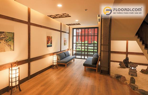 Lót sàn gỗ mang lại vẻ đẹp cho phòng khách