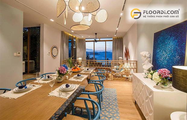 Sàn gỗ phù hợp với kiến trúc phòng khách ven biển
