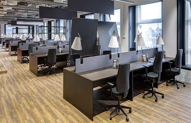 Ốp ván sàn cho văn phòng mang lại không gian sang trọng và đẳng cấp cho công ty