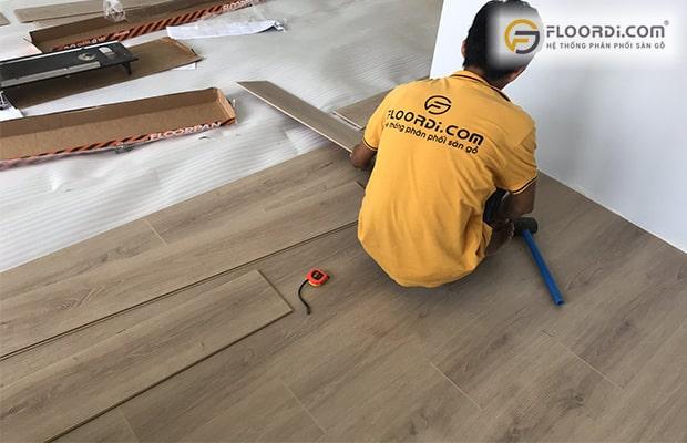 Lắp sàn gỗ theo hướng nào