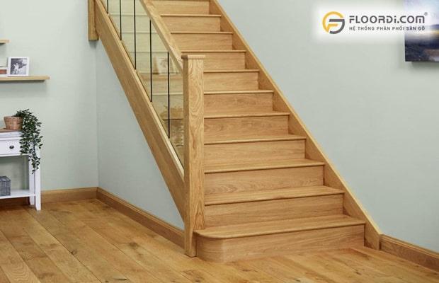 Giá thi công mặt bậc cầu thang bằng sàn gỗ công nghiệp