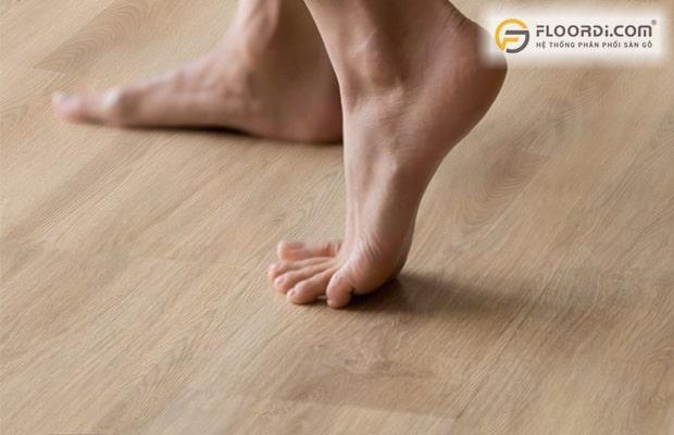 Chọn ván sàn có độ ma sát tốt để đảm bảo tính an toàn