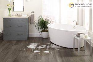 nên chọn sàn nhựa hay sàn gỗ cho nhà tắm