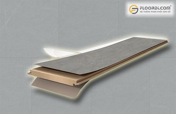 Cốt gỗ của ván sàn giả đá có tỷ trọng cao mang lại độ bền vượt trội