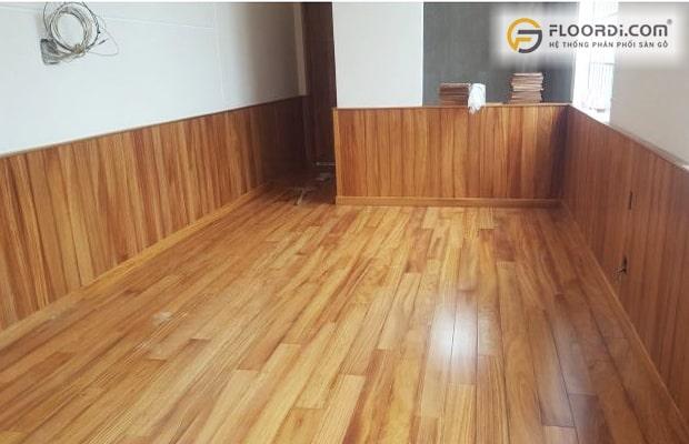 Ốp tường gỗ kiểu mặt phẳng