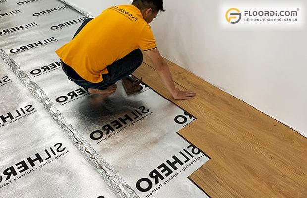Thi công sàn nhựa cần lưu ý làm sạch nền sàn trước