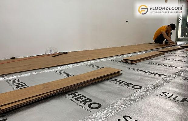 Tấm lót sàn chuyên dụng giúp cân bằng nền sàn