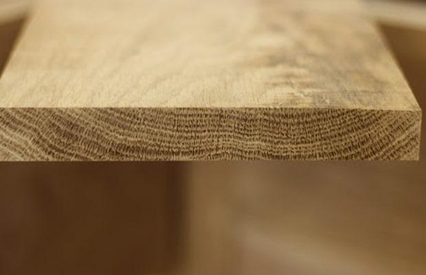 Vân xẻ theo chiều dọc có dạng sóng, núi, mắt gỗ, vân thẳng