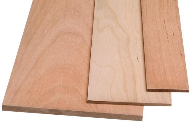 Sở hữu bề mặt vân gỗ khá nhẹ nhàng và mềm mại với màu cánh gián nổi bật