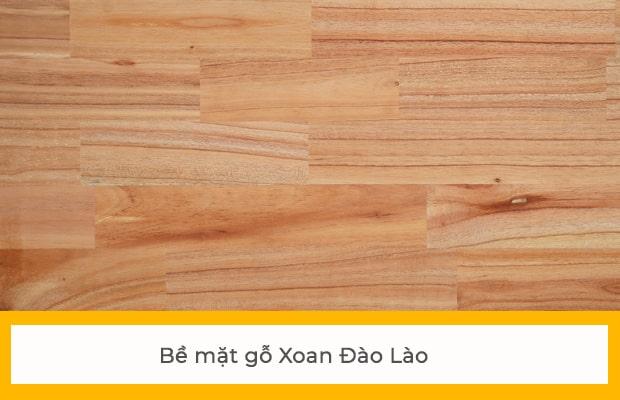 Bề mặt vân gỗ Xoan Lào có màu hồng nhạt, săc nét và rõ ràng hơn