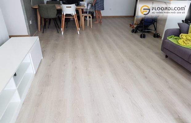 Chọn màu sàn gỗ tươi sáng giúp đem lại nguồn năng lượng tích cực cho các bé